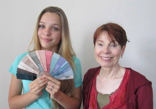 girl with color fan personal designer colorist CDI
